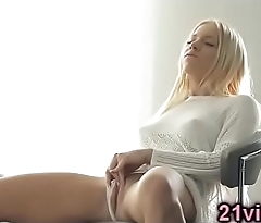 Gorgeous hot blonde Kiara Lord solo