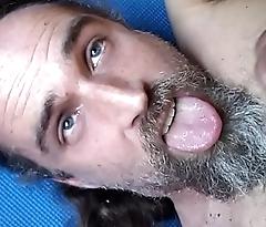 gringo slut siempre caliente gregory maturbando su verga y sacando toda su leche en su boca, puta con platano en su culo morelia