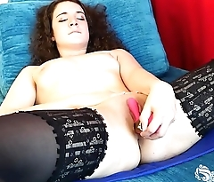 Yanks Hottie Endza Toys Her Pussy
