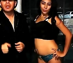 Presentadora mexicana en tanga