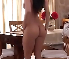 Sexy Arab Girl Posing Overt on Arabic Song - tnaflix.live