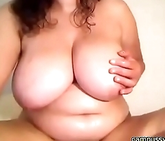 BBW Babe has fun masturbating on cam