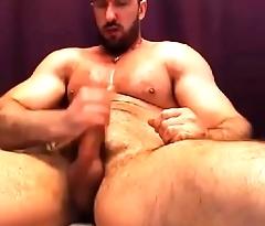 heelo guys i am sexy crony who love to wreck cock hard