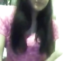 Cute teen flashing her boobs - FREE REGISTER www.zcam.tk