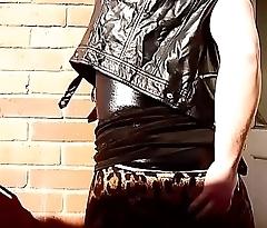Mistress Lucy Diamond Twerking for Slaves to Worship