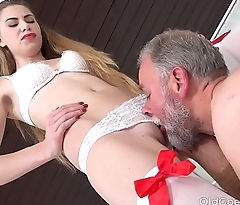 Old Goes Young - Dad bangs a sexy babe on the couch