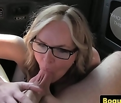 Cocksucking taxi MILF pussyfucked forth backseat