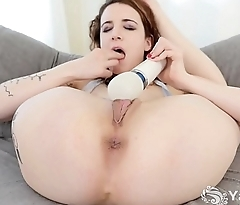 Yanks Mollycoddle Endza Vibrates Her Cooter